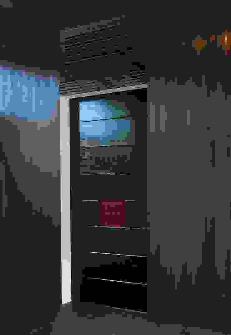 漆塗りの建具 モダンな 窓&ドア の 古津真一 翔設計工房一級建築士事務所 モダン