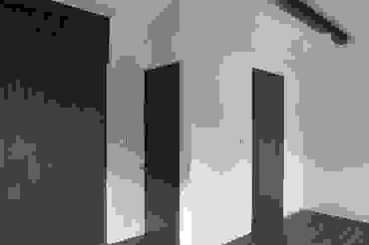 2階 部屋 モダンデザインの 多目的室 の 古津真一 翔設計工房一級建築士事務所 モダン