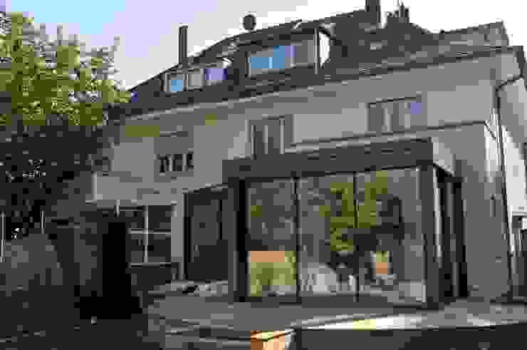 Anbau Glashaus ab exklusives Doppelhaus Minimalistischer Wintergarten von Metallbau Beilmann GmbH Minimalistisch