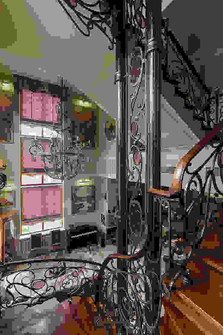 Лестница Коридор, прихожая и лестница в средиземноморском стиле от Интерьеры от Марии Абрамовой Средиземноморский
