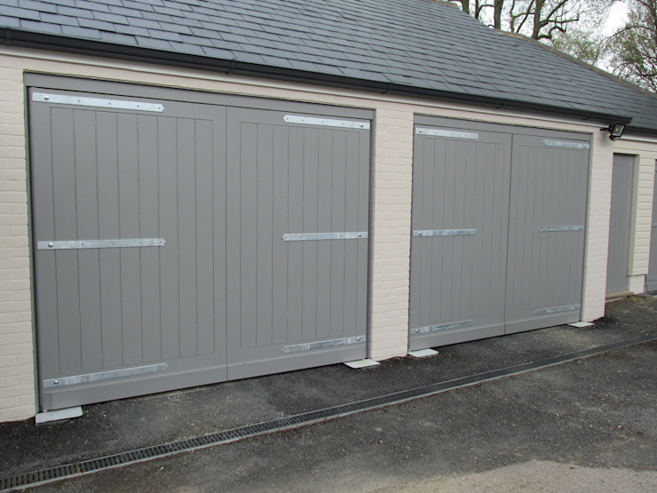 Painted Swing Electric Garage doors Modern garage/shed by Portcullis Electric Gates Modern