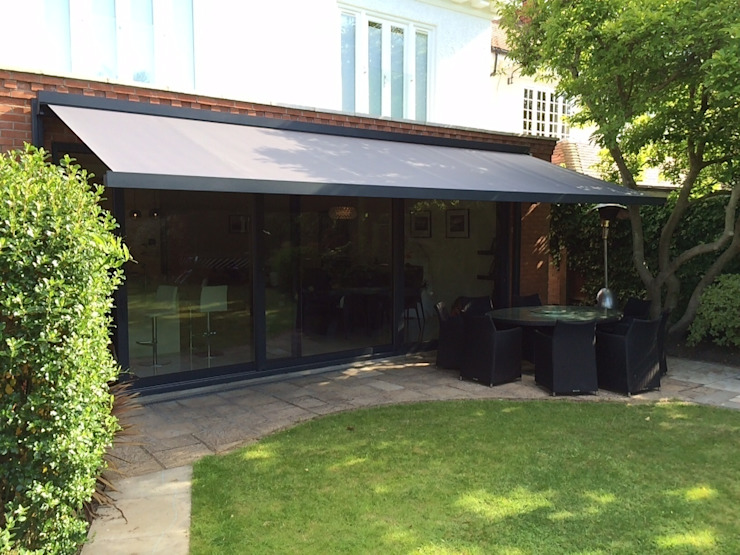 Patio Awning Installation in London. Balkon, Beranda & Teras Modern Oleh homify Modern