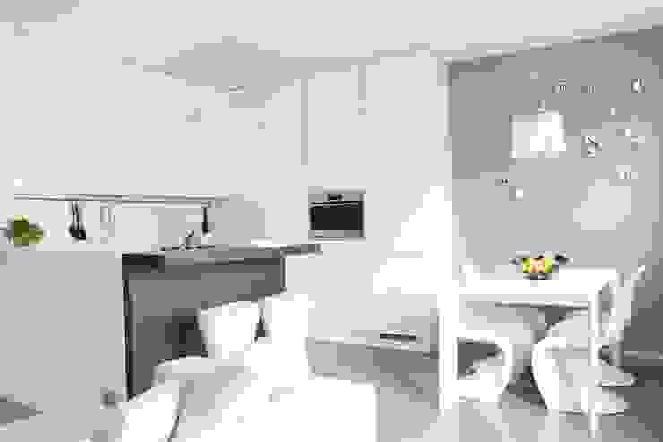 Minimalist kitchen by Elisa Rizzi architetto Minimalist