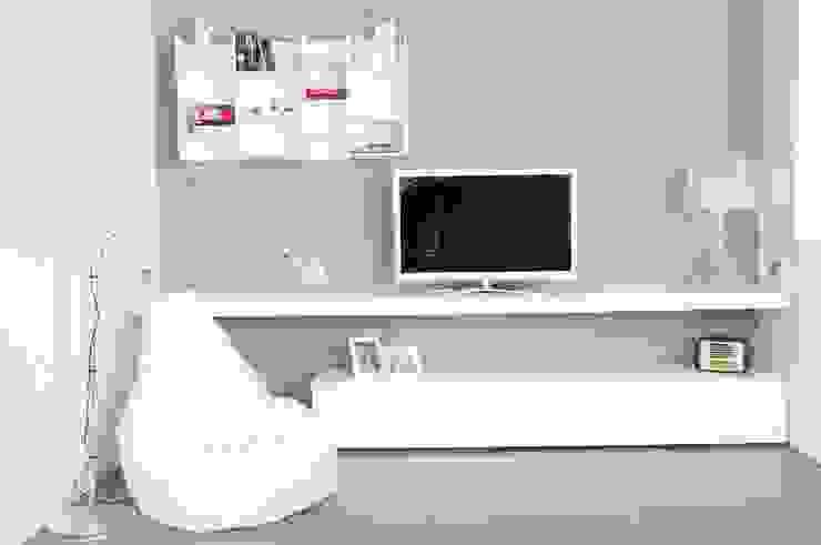 parete soggiorno Soggiorno minimalista di Elisa Rizzi architetto Minimalista