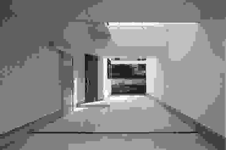 開放的なアプローチ モダンな 家 の ナイトウタカシ建築設計事務所 モダン