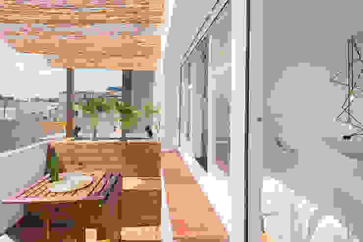 Nowoczesny balkon, taras i weranda od LF24 Arquitectura Interiorismo Nowoczesny