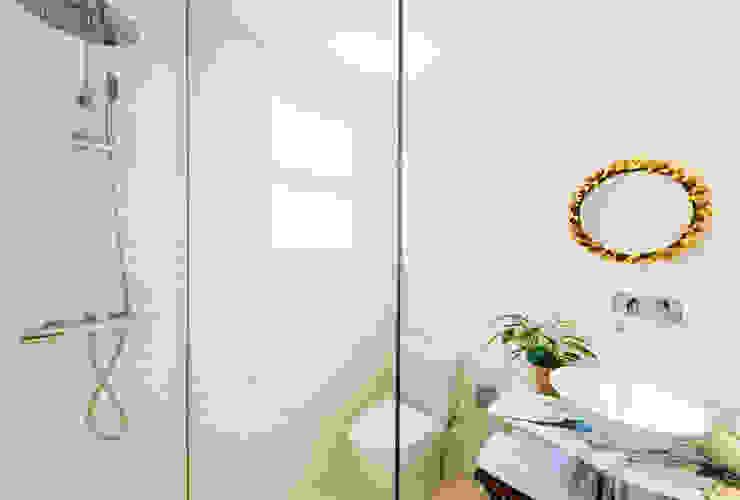 Baños de estilo  por LF24 Arquitectura Interiorismo, Moderno