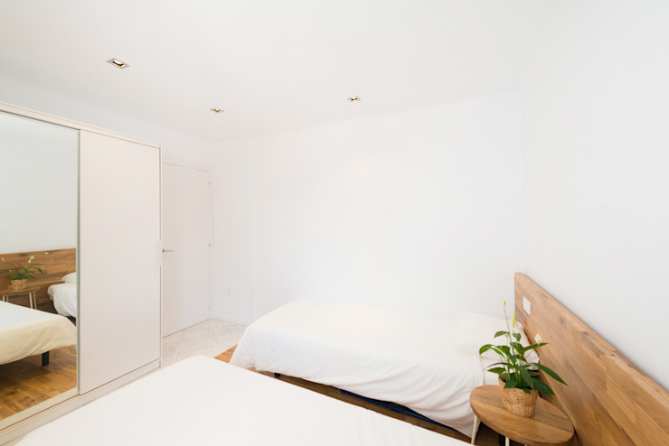 Modern style bedroom by LF24 Arquitectura Interiorismo Modern