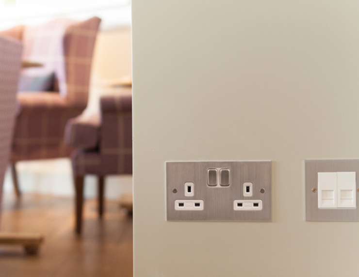 Uxbridge switchplate in chrome Classic event venues by homify Classic
