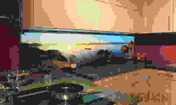 Cucina moderna di Mitko Design Moderno Vetro