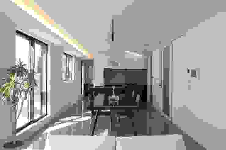Ruang Keluarga Modern Oleh ナイトウタカシ建築設計事務所 Modern
