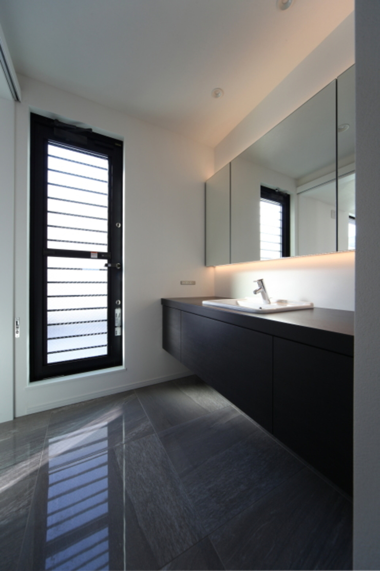 ホテルライクなパウダールーム モダンスタイルの お風呂 の ナイトウタカシ建築設計事務所 モダン