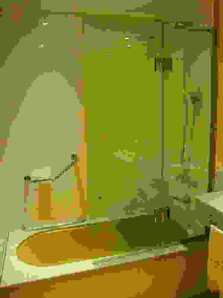 baño después de intervención sector bañera de Hargain Oneto Arquitectas