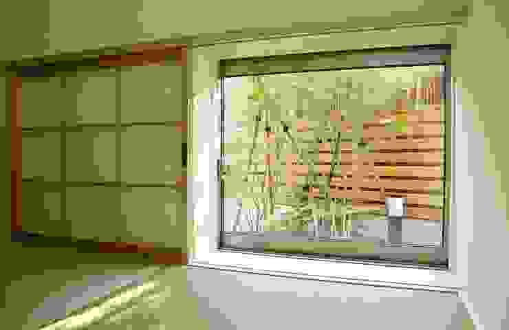 Puertas y ventanas de estilo moderno de 祐成大秀建築設計事務所 Moderno
