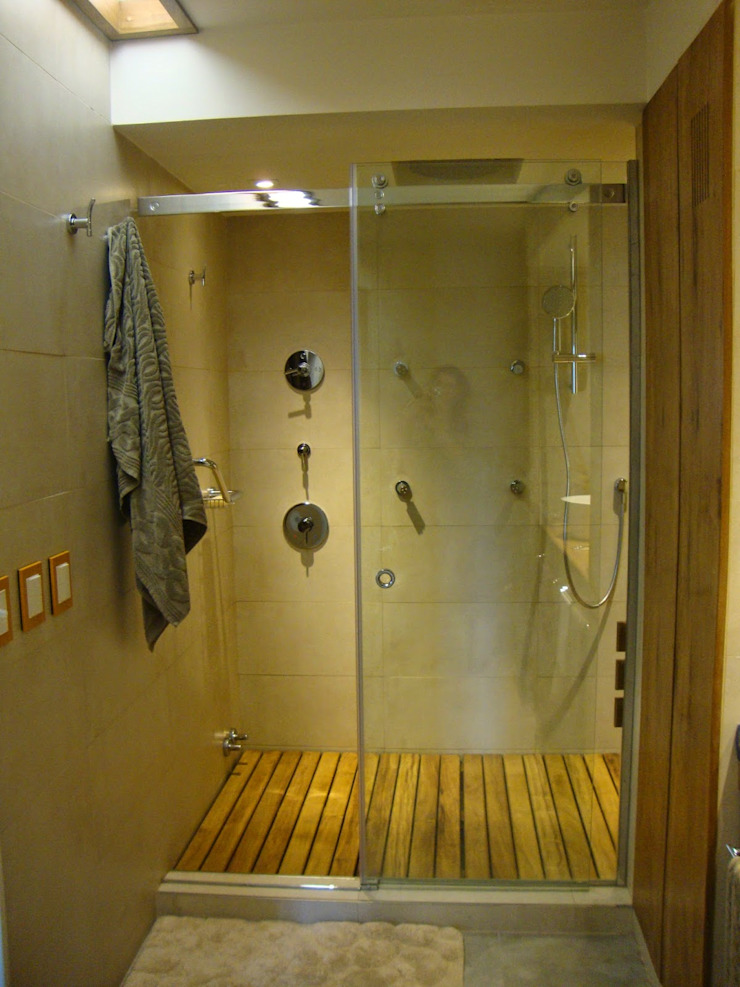 baño en suite después de intervención sector ducha de Hargain Oneto Arquitectas