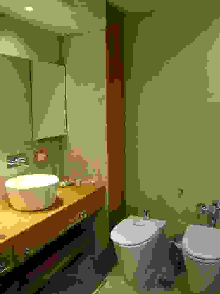 baño en suite después de intervención sector bachas de Hargain Oneto Arquitectas
