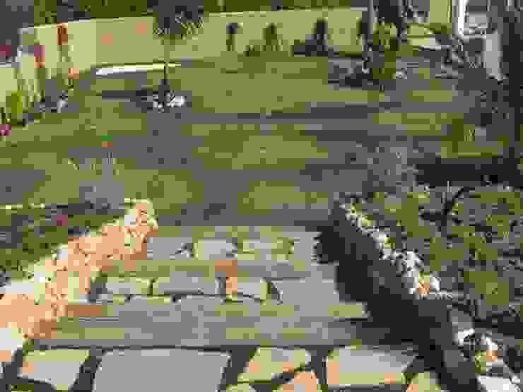 Garden by UAArquitectos, Mediterranean