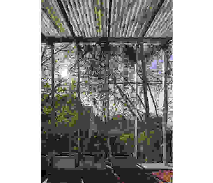 Modern balcony, veranda & terrace by IR arquitectura Modern