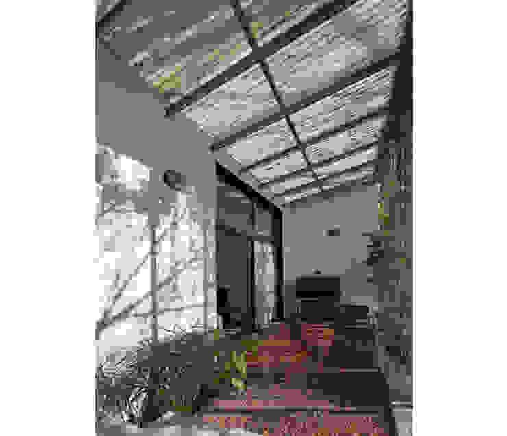 Modern style gardens by IR arquitectura Modern