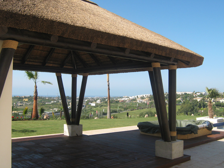 Vivienda en Marbella Jardines de estilo mediterráneo de UAArquitectos Mediterráneo