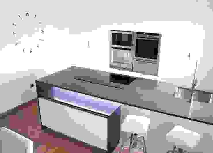 Cozinhas minimalistas por Línea 3 Cocinas Madrid Minimalista Quartzo