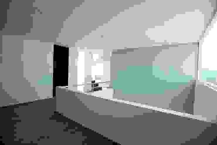 Planta Alta Pasillos, vestíbulos y escaleras minimalistas de JF ARQUITECTOS Minimalista