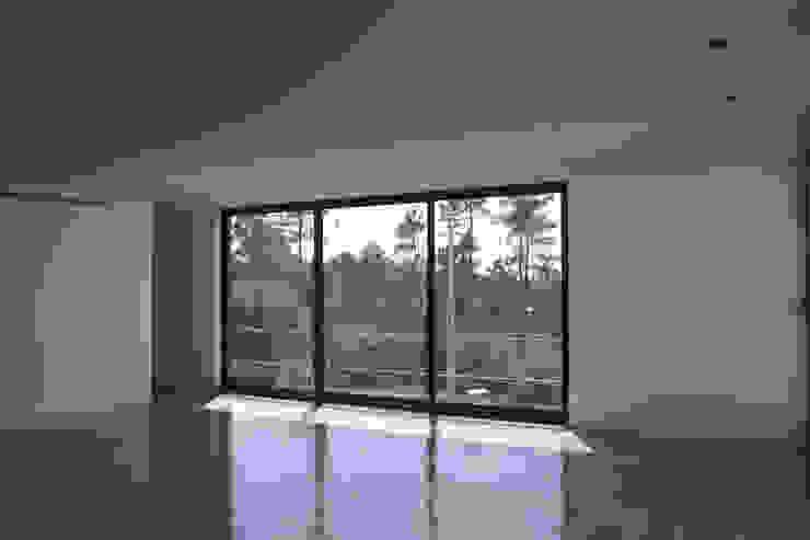 Casa de Moleiros Salas de estar modernas por GRAU.ZERO Arquitectura Moderno Vidro