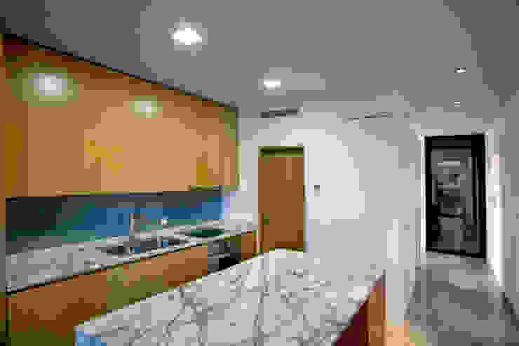 Casa de Moleiros Cozinhas modernas por GRAU.ZERO Arquitectura Moderno Mármore