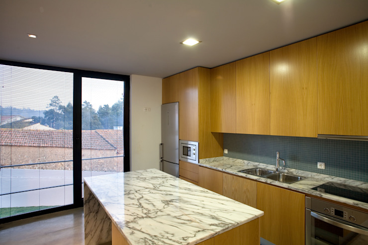 Projekty,  Kuchnia zaprojektowane przez GRAU.ZERO Arquitectura, Nowoczesny Marmur
