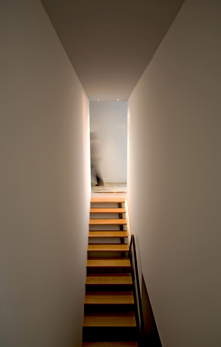 Casa de Moleiros Corredores, halls e escadas modernos por GRAU.ZERO Arquitectura Moderno Madeira maciça Multicolor