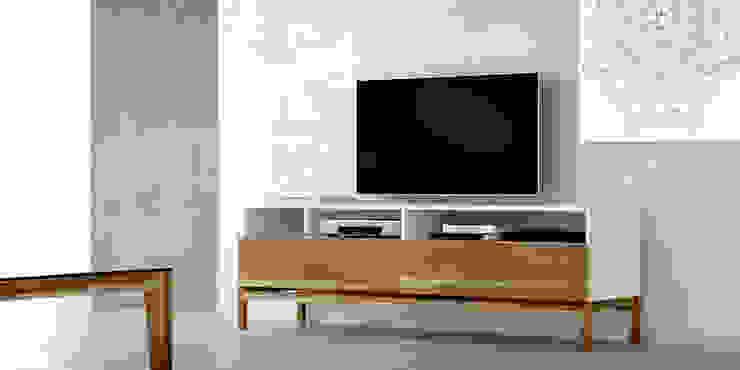 Muebles para TV :  de estilo  por Forma muebles,Moderno Madera maciza Multicolor