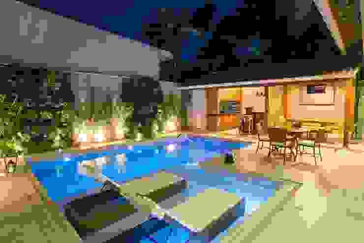 Residência Interlagos Piscinas modernas por Nadia Takatama arquitetura e interiores Moderno