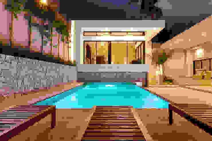 Alberca y Nuevo Bar Piscinas de estilo moderno de Juan Luis Fernández Arquitecto Moderno