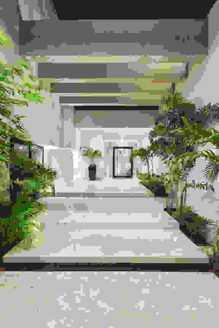 Maisons modernes par Juan Luis Fernández Arquitecto Moderne