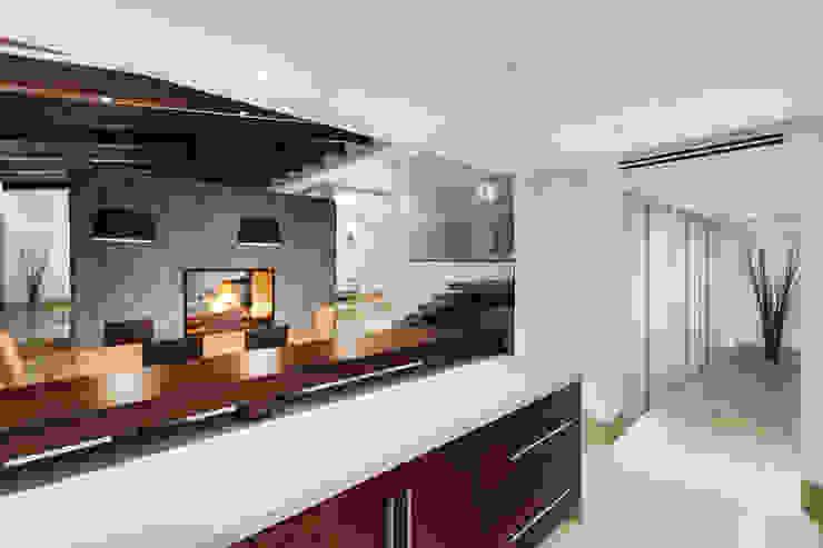 Modern kitchen by Juan Luis Fernández Arquitecto Modern