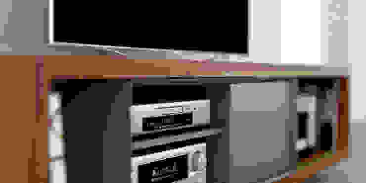 Mueble para TV de madera maciza de Forma muebles Moderno Madera maciza Multicolor