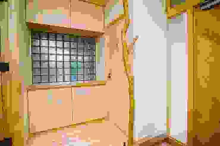 玄関脇の握り棒 小栗建築設計室 オリジナルな 窓&ドア
