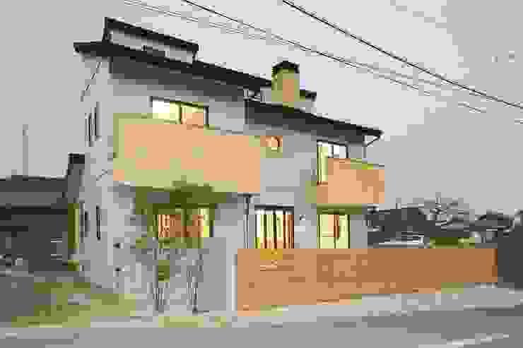 南側外観・夜景 小栗建築設計室 モダンな 家