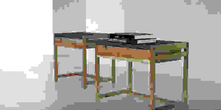 Mesas de luz madera y cuero: Dormitorios de estilo  por Forma muebles