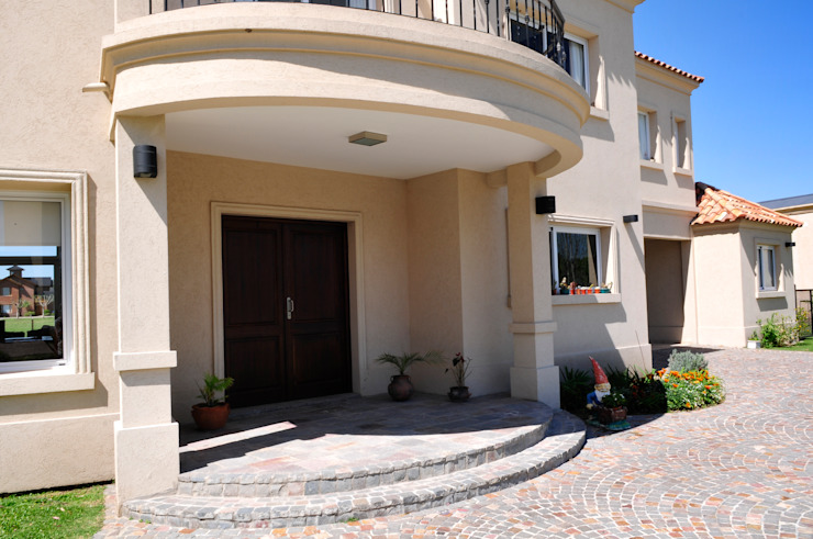 Entrada de la casa Opra Nova - Arquitectos - Buenos Aires - Zona Oeste Puertas de entrada