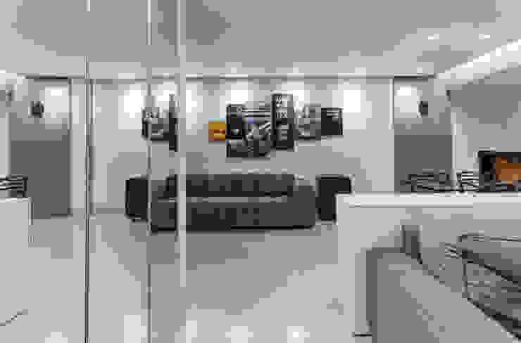 GREY LIVING ROOM Salas de estar industriais por STUDIO ANDRE LENZA Industrial
