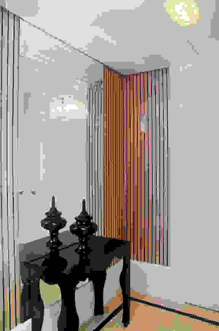 Apartamento Beiramar FL Corredores, halls e escadas modernos por KARINA KOETZLER arquitetura e interiores Moderno Papel
