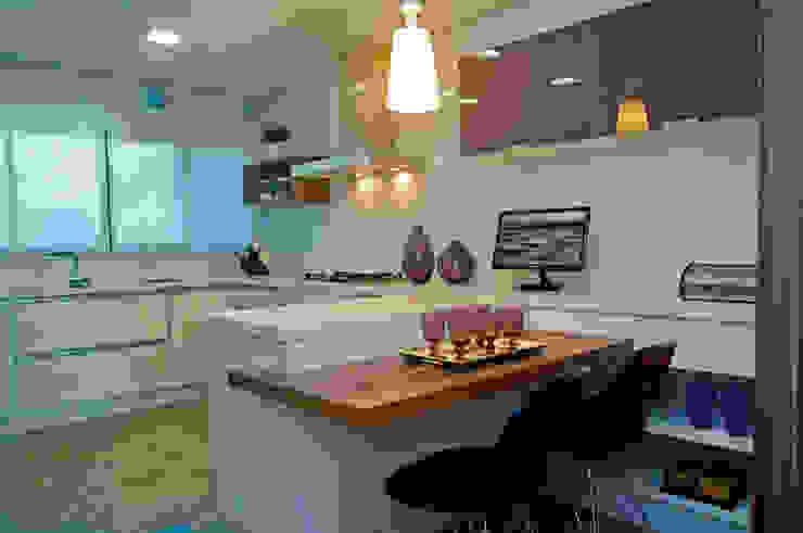 Apartamento Beiramar FL Cozinhas modernas por KARINA KOETZLER arquitetura e interiores Moderno