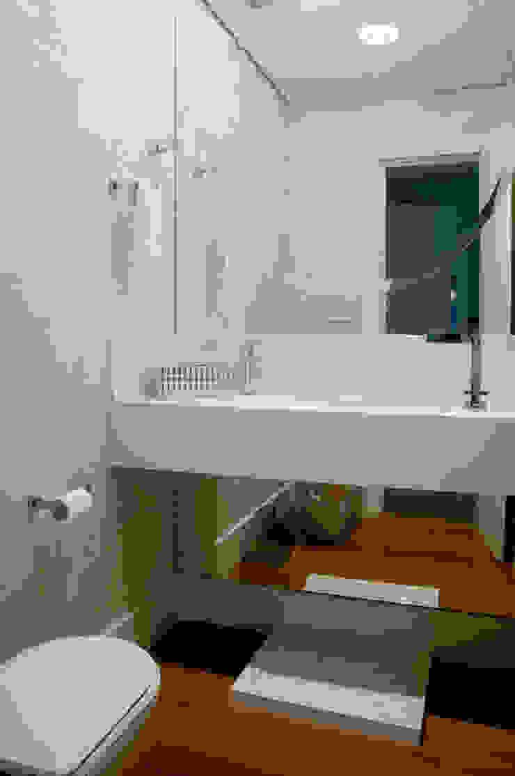 Apartamento Beiramar FL Banheiros modernos por KARINA KOETZLER arquitetura e interiores Moderno