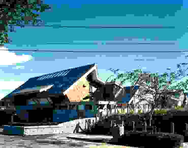 外観 オリジナルな 家 の 有限会社加々美明建築設計室 オリジナル 木 木目調