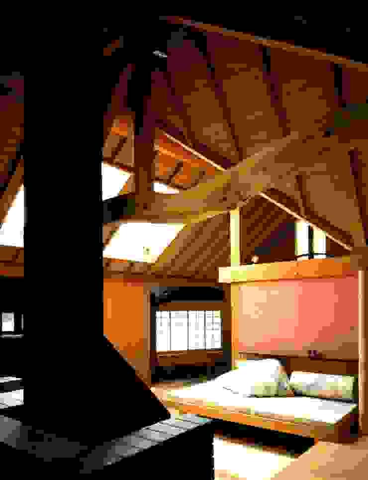 有限会社加々美明建築設計室 Ruang Keluarga Gaya Eklektik Kayu Wood effect