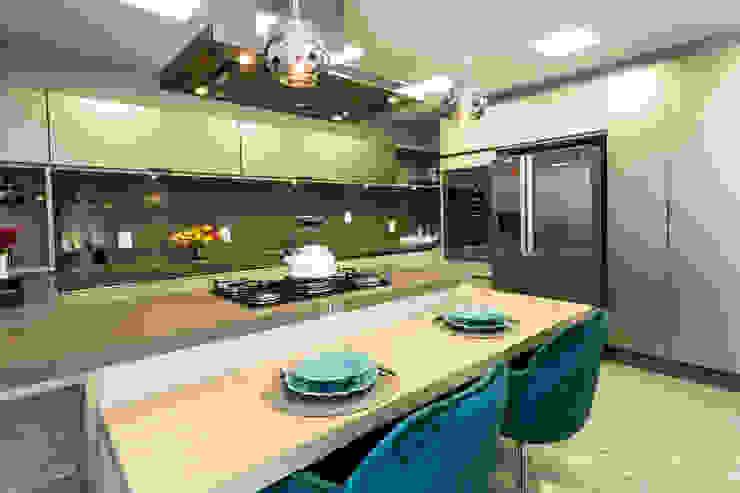 Kitchen by KARINA KOETZLER arquitetura e interiores, Modern