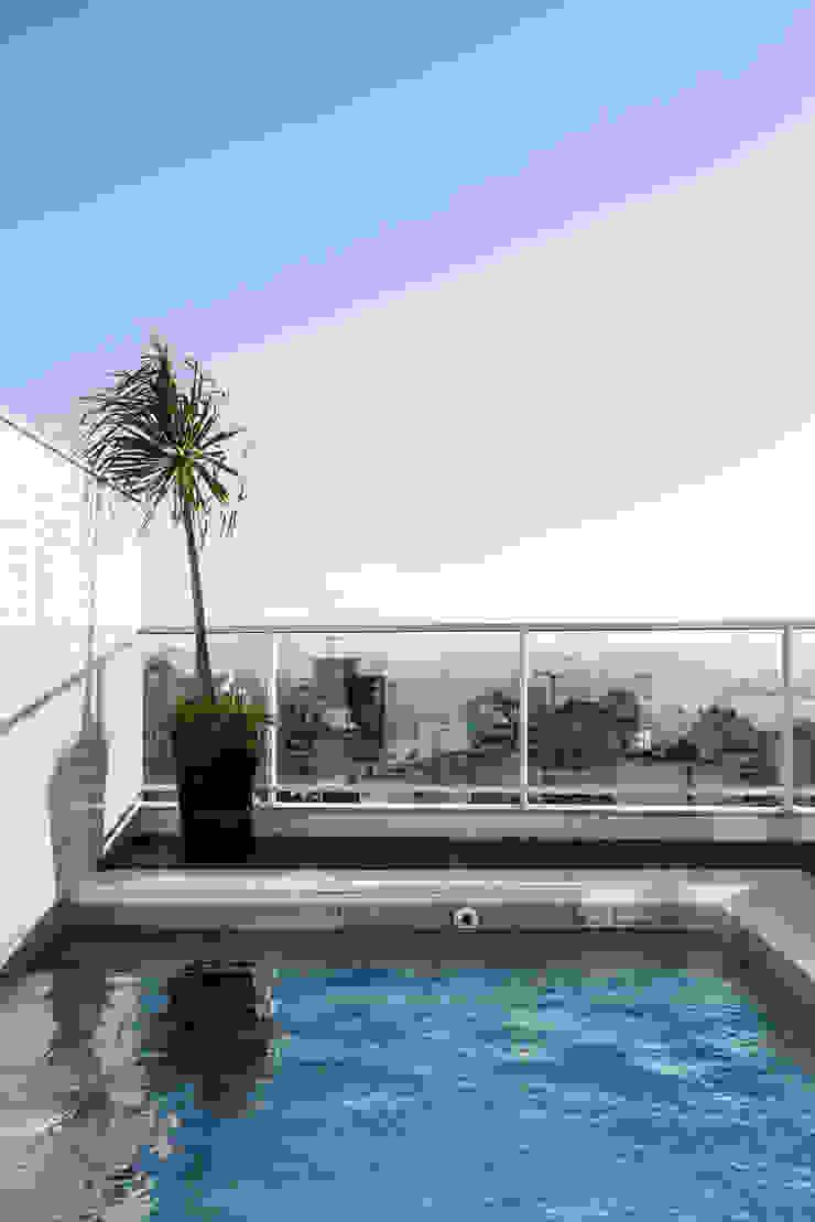 Apartamento Beiramar FL-2 Piscinas modernas por KARINA KOETZLER arquitetura e interiores Moderno
