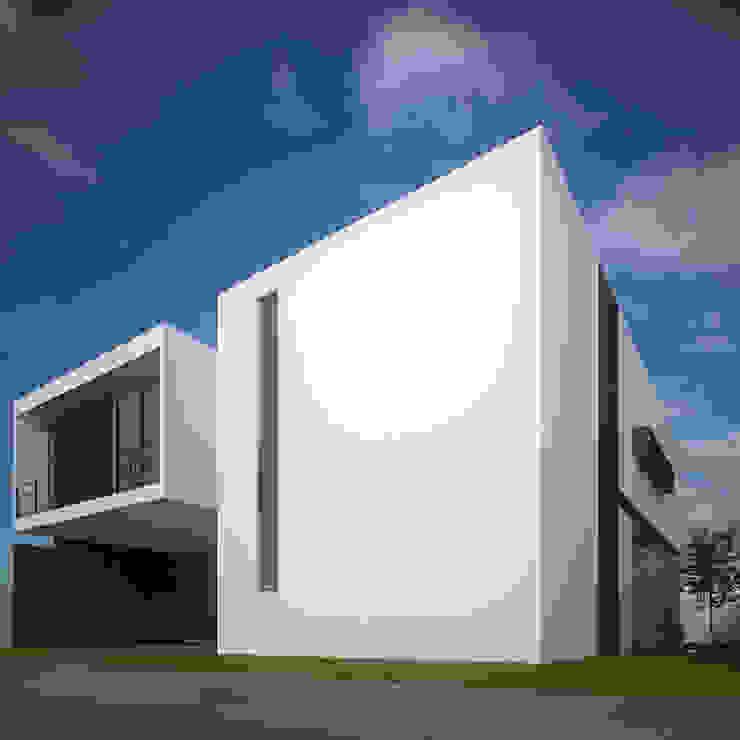 Fachada Principal Lateral Casas minimalistas de RTstudio Minimalista