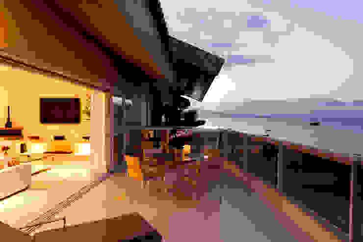 Apartamento Beiramar FL-3 Varandas, alpendres e terraços modernos por KARINA KOETZLER arquitetura e interiores Moderno